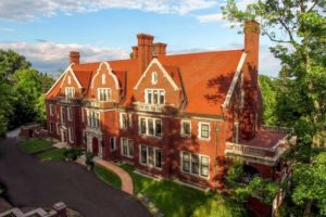 A Visit to the Glensheen Mansion | Duluth Moms Blog