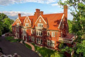 A Visit to the Glensheen Mansion | Duluth Moms Blog