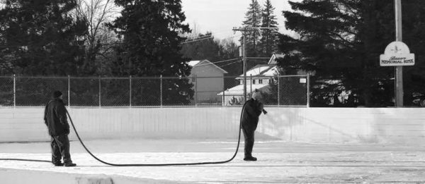 5 Reasons Outdoor Hockey is the Best Hockey | Duluth Moms Blog