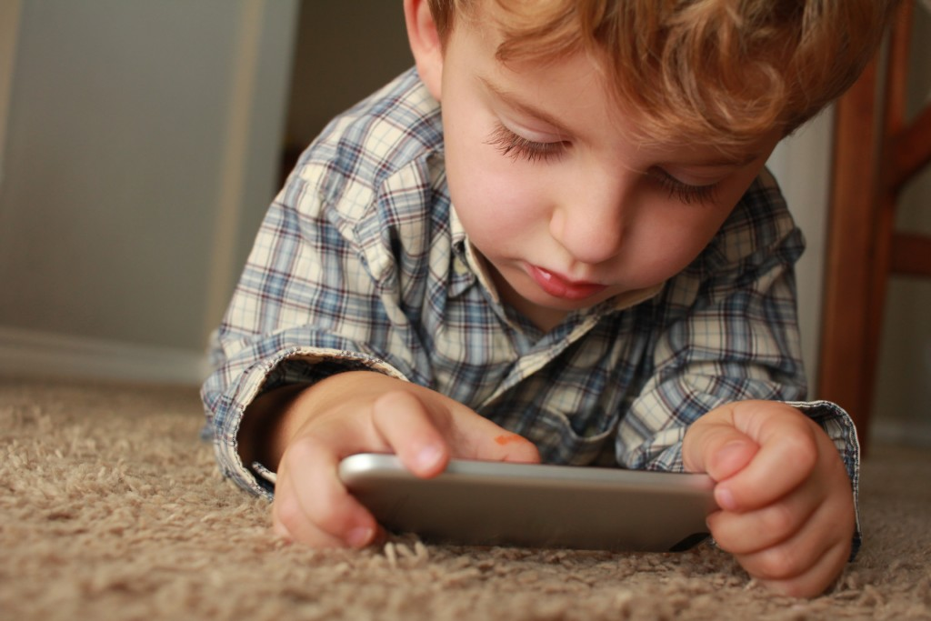 Managing Summer Technology Time (Without Losing Your Mind) | Duluth Moms Blog