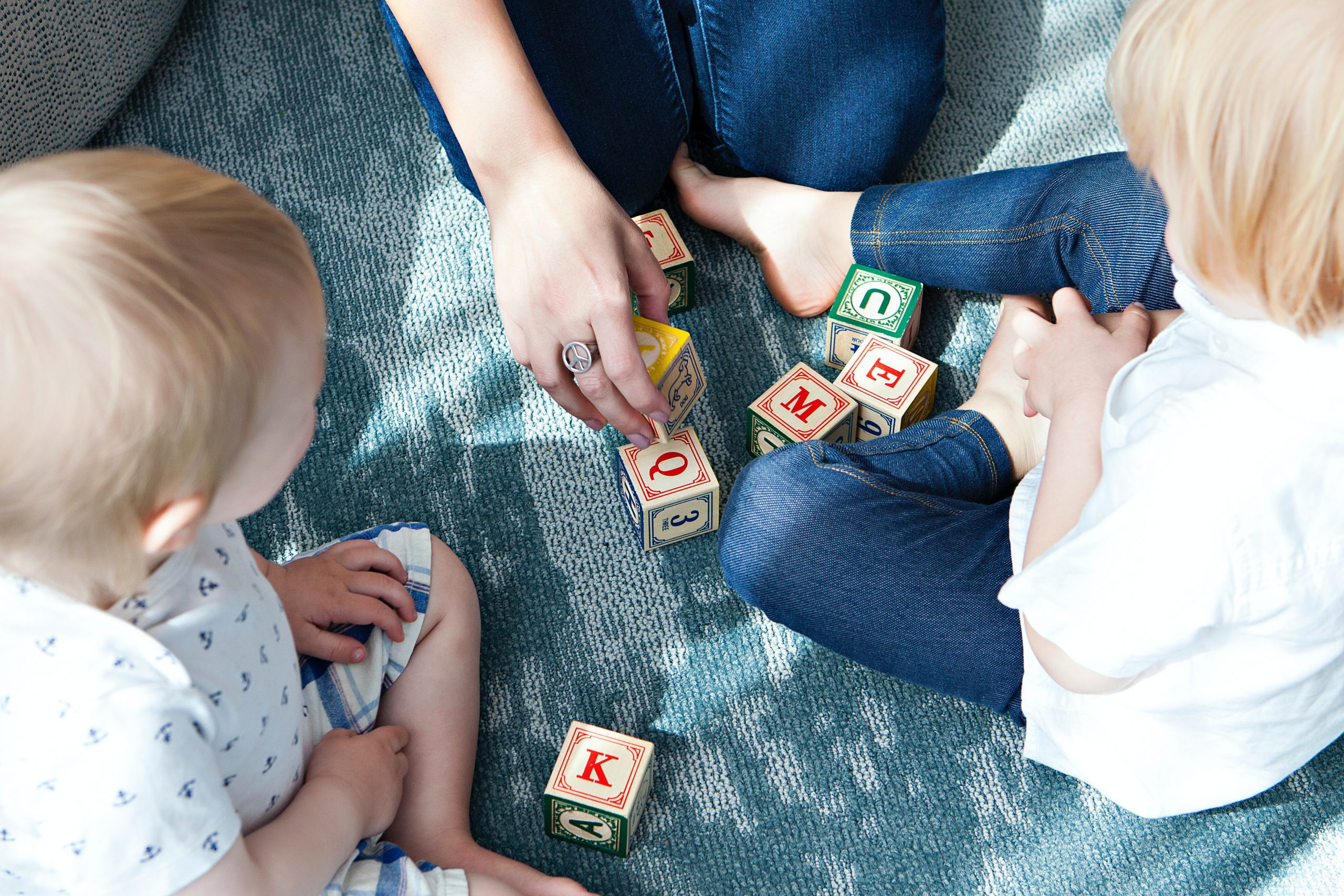 Managing Multiple Ages While Homeschooling | Duluth Mom